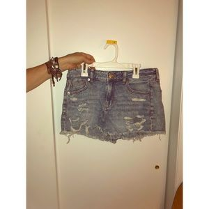White washes denim shorts